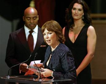 Nora Roberts Beats Out Al Gore for Literary Prize